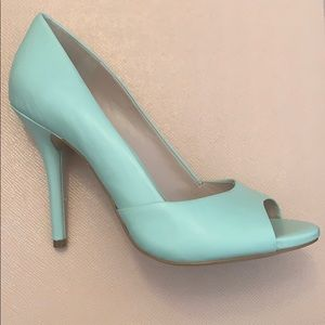 BCBG seafoam peep toe leather pumps size 9B